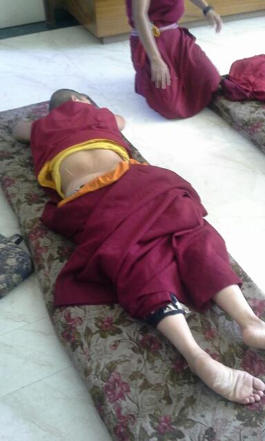 nepal-acupunture-nuns-2